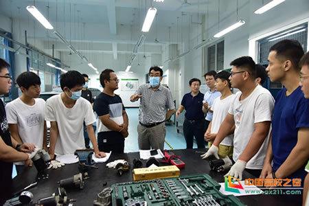 河南工学院领导检查新学期实践教学环节开展情况
