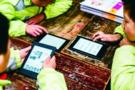 """企业、基金会 为贫困小学建立""""电子图书馆"""""""