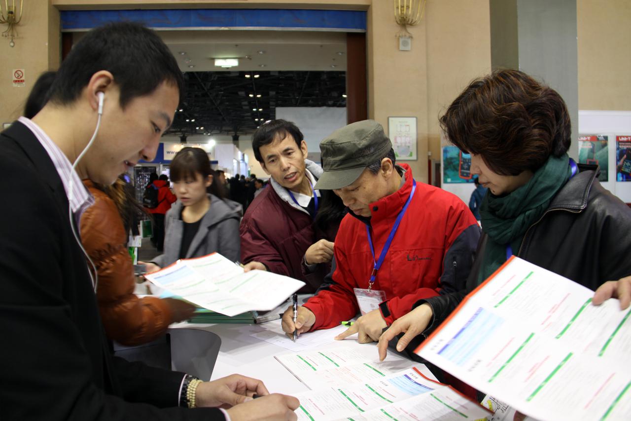 天成源通2013年北京教育装备展示会