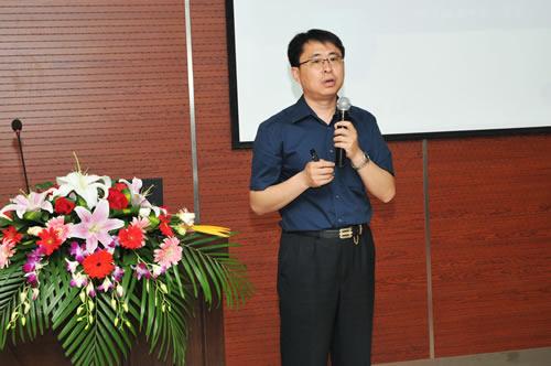 中国现代教育装备杂志社副社长兼执行主编张鹏作报告